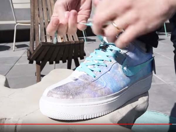 Видео: Тюнинг кроссовок АкваПринтом